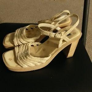 soul out Shoes - Women's heels sz 7 1/2